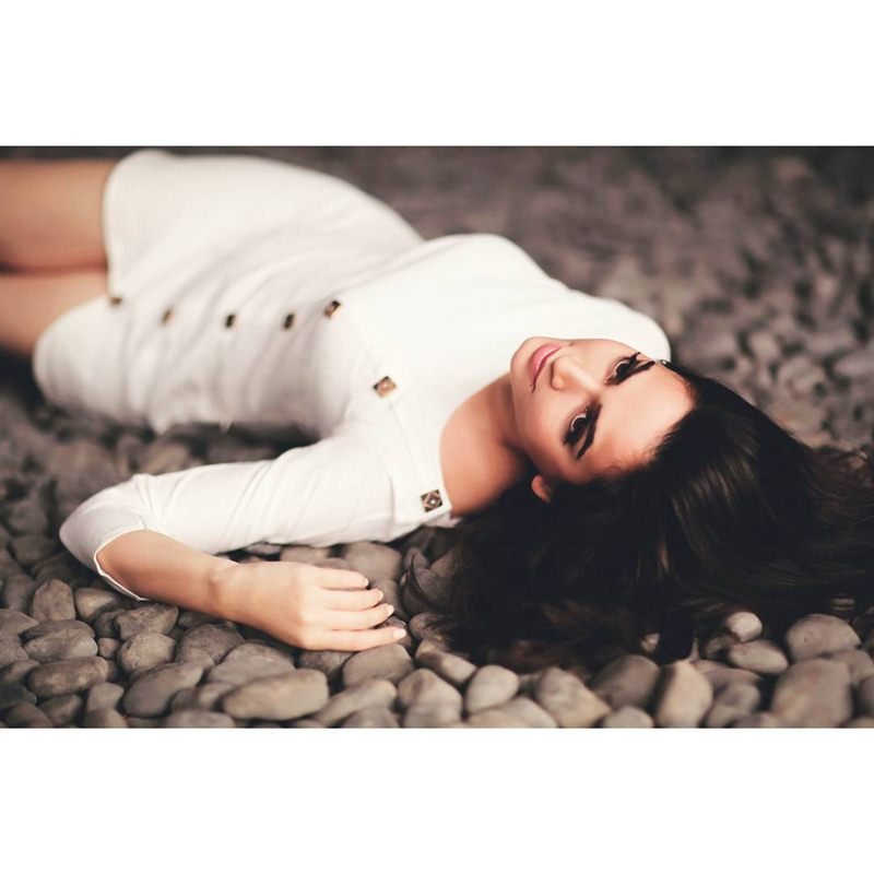 10 Pictures of Kriti Kharbanda that prove her beauty is on point!- Kriti Lying